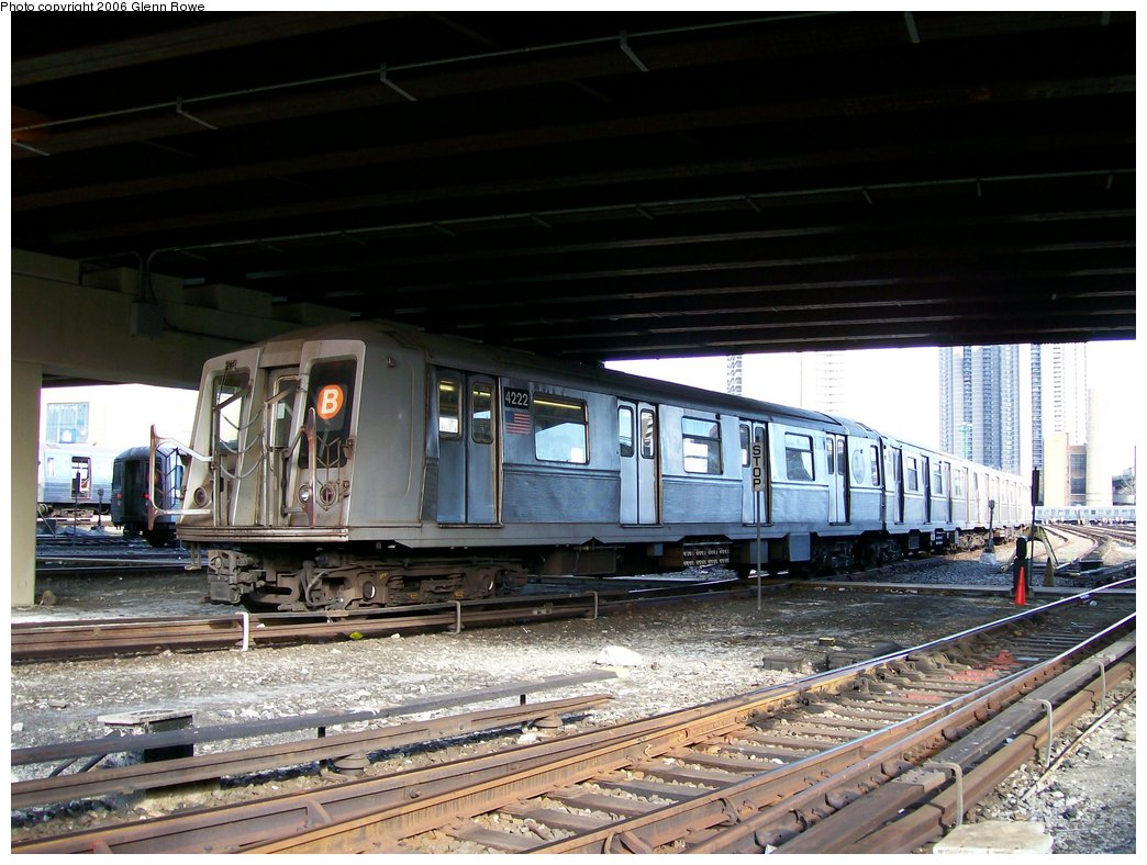 (189k, 1044x788)<br><b>Country:</b> United States<br><b>City:</b> New York<br><b>System:</b> New York City Transit<br><b>Location:</b> Concourse Yard<br><b>Car:</b> R-40 (St. Louis, 1968)  4222 <br><b>Photo by:</b> Glenn L. Rowe<br><b>Date:</b> 12/11/2006<br><b>Viewed (this week/total):</b> 0 / 3519