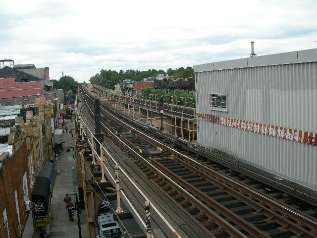 (87k, 640x480)<br><b>Country:</b> United States<br><b>City:</b> New York<br><b>System:</b> New York City Transit<br><b>Line:</b> BMT Nassau Street/Jamaica Line<br><b>Location:</b> Woodhaven Boulevard <br><b>Photo by:</b> Joe Grillo<br><b>Date:</b> 9/10/2006<br><b>Notes:</b> Westbound (North) BMT Jamaica track from 95th street end of Woodhaven Blvd station.<br><b>Viewed (this week/total):</b> 0 / 1876