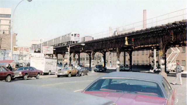 (53k, 640x358)<br><b>Country:</b> United States<br><b>City:</b> New York<br><b>System:</b> New York City Transit<br><b>Line:</b> IRT West Side Line<br><b>Location:</b> 215th Street <br><b>Route:</b> 6<br><b>Car:</b> R-62A (Bombardier, 1984-1987)   <br><b>Collection of:</b> Vic Gordon<br><b>Date:</b> 1992<br><b>Notes:</b> IRT Broadway line next to 207th St Shop- Broadway Bridge in distance.<br><b>Viewed (this week/total):</b> 5 / 4869