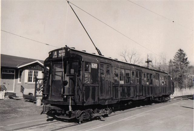 (42k, 640x432)<br><b>Country:</b> United States<br><b>City:</b> East Haven/Branford, Ct.<br><b>System:</b> Shore Line Trolley Museum <br><b>Car:</b> R-9 (American Car & Foundry, 1940)  1689 <br><b>Collection of:</b> Vic Gordon<br><b>Date:</b> 1974<br><b>Notes:</b> R9 1689 outside Sprague Station at Shore Line Trolley Museum.<br><b>Viewed (this week/total):</b> 4 / 1585