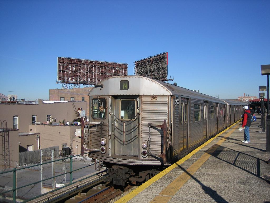 (138k, 1024x768)<br><b>Country:</b> United States<br><b>City:</b> New York<br><b>System:</b> New York City Transit<br><b>Line:</b> BMT Astoria Line<br><b>Location:</b> Astoria Boulevard/Hoyt Avenue <br><b>Route:</b> N<br><b>Car:</b> R-32 (Budd, 1964)  3422 <br><b>Photo by:</b> Michael Hodurski<br><b>Date:</b> 12/10/2006<br><b>Viewed (this week/total):</b> 0 / 2976