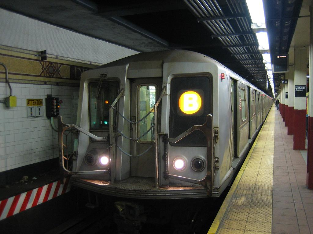 (113k, 1024x768)<br><b>Country:</b> United States<br><b>City:</b> New York<br><b>System:</b> New York City Transit<br><b>Location:</b> DeKalb Avenue<br><b>Route:</b> B<br><b>Car:</b> R-40 (St. Louis, 1968)   <br><b>Photo by:</b> Michael Hodurski<br><b>Date:</b> 10/25/2006<br><b>Viewed (this week/total):</b> 3 / 3159