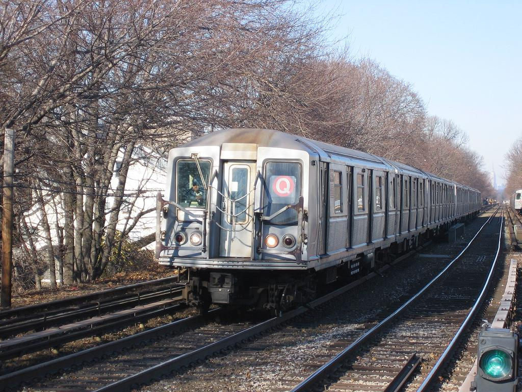 (219k, 1024x768)<br><b>Country:</b> United States<br><b>City:</b> New York<br><b>System:</b> New York City Transit<br><b>Line:</b> BMT Brighton Line<br><b>Location:</b> Kings Highway <br><b>Route:</b> Q<br><b>Car:</b> R-40 (St. Louis, 1968)   <br><b>Photo by:</b> Michael Hodurski<br><b>Date:</b> 12/9/2006<br><b>Viewed (this week/total):</b> 0 / 2340