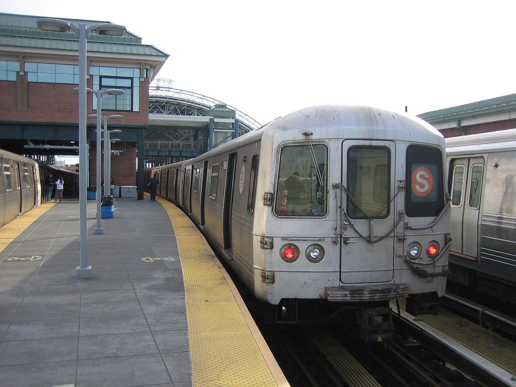 (114k, 1024x768)<br><b>Country:</b> United States<br><b>City:</b> New York<br><b>System:</b> New York City Transit<br><b>Location:</b> Coney Island/Stillwell Avenue<br><b>Route:</b> S<br><b>Car:</b> R-46 (Pullman-Standard, 1974-75) 5818 <br><b>Photo by:</b> Michael Hodurski<br><b>Date:</b> 10/31/2006<br><b>Viewed (this week/total):</b> 0 / 2473