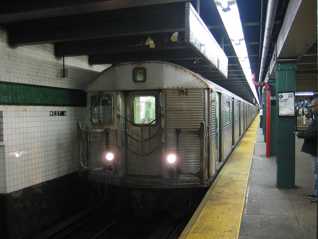 (120k, 1024x768)<br><b>Country:</b> United States<br><b>City:</b> New York<br><b>System:</b> New York City Transit<br><b>Line:</b> IND 8th Avenue Line<br><b>Location:</b> West 4th Street/Washington Square <br><b>Route:</b> E<br><b>Car:</b> R-32 (Budd, 1964)  3917 <br><b>Photo by:</b> Michael Hodurski<br><b>Date:</b> 10/29/2006<br><b>Viewed (this week/total):</b> 0 / 2456