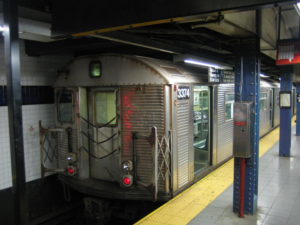 (116k, 1024x768)<br><b>Country:</b> United States<br><b>City:</b> New York<br><b>System:</b> New York City Transit<br><b>Line:</b> IND 8th Avenue Line<br><b>Location:</b> Chambers Street/World Trade Center <br><b>Route:</b> E<br><b>Car:</b> R-32 (Budd, 1964)  3374 <br><b>Photo by:</b> Michael Hodurski<br><b>Date:</b> 10/28/2006<br><b>Viewed (this week/total):</b> 0 / 2182
