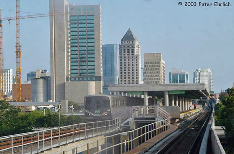 (155k, 792x523)<br><b>Country:</b> United States<br><b>City:</b> Miami, FL<br><b>System:</b> Miami Metrorail<br><b>Location:</b> Overtown/Arena <br><b>Car:</b>  212 <br><b>Photo by:</b> Peter Ehrlich<br><b>Date:</b> 4/25/2003<br><b>Notes:</b> Overtown/Arena Station northbound.<br><b>Viewed (this week/total):</b> 0 / 2306