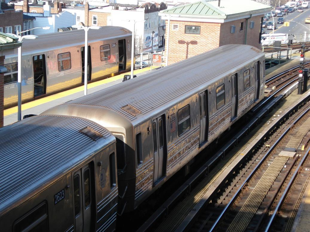 (195k, 1037x778)<br><b>Country:</b> United States<br><b>City:</b> New York<br><b>System:</b> New York City Transit<br><b>Location:</b> Coney Island/Stillwell Avenue<br><b>Route:</b> D<br><b>Car:</b> R-68 (Westinghouse-Amrail, 1986-1988)  2596/2622 <br><b>Photo by:</b> Michael Hodurski<br><b>Date:</b> 12/28/2006<br><b>Viewed (this week/total):</b> 5 / 2111