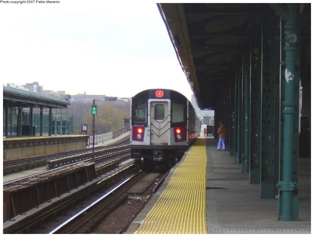 (169k, 1044x788)<br><b>Country:</b> United States<br><b>City:</b> New York<br><b>System:</b> New York City Transit<br><b>Line:</b> IRT Woodlawn Line<br><b>Location:</b> 161st Street/River Avenue (Yankee Stadium) <br><b>Route:</b> 4<br><b>Car:</b> R-142 or R-142A (Number Unknown)  <br><b>Photo by:</b> Pablo Maneiro<br><b>Date:</b> 12/30/2006<br><b>Viewed (this week/total):</b> 0 / 1750
