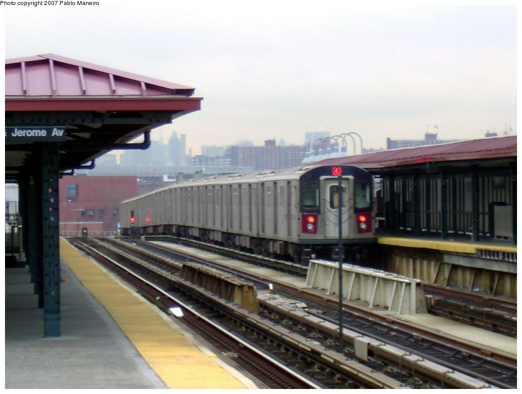 (178k, 1044x788)<br><b>Country:</b> United States<br><b>City:</b> New York<br><b>System:</b> New York City Transit<br><b>Line:</b> IRT Woodlawn Line<br><b>Location:</b> 170th Street <br><b>Route:</b> 4<br><b>Car:</b> R-142 or R-142A (Number Unknown)  <br><b>Photo by:</b> Pablo Maneiro<br><b>Date:</b> 12/30/2006<br><b>Viewed (this week/total):</b> 0 / 2745