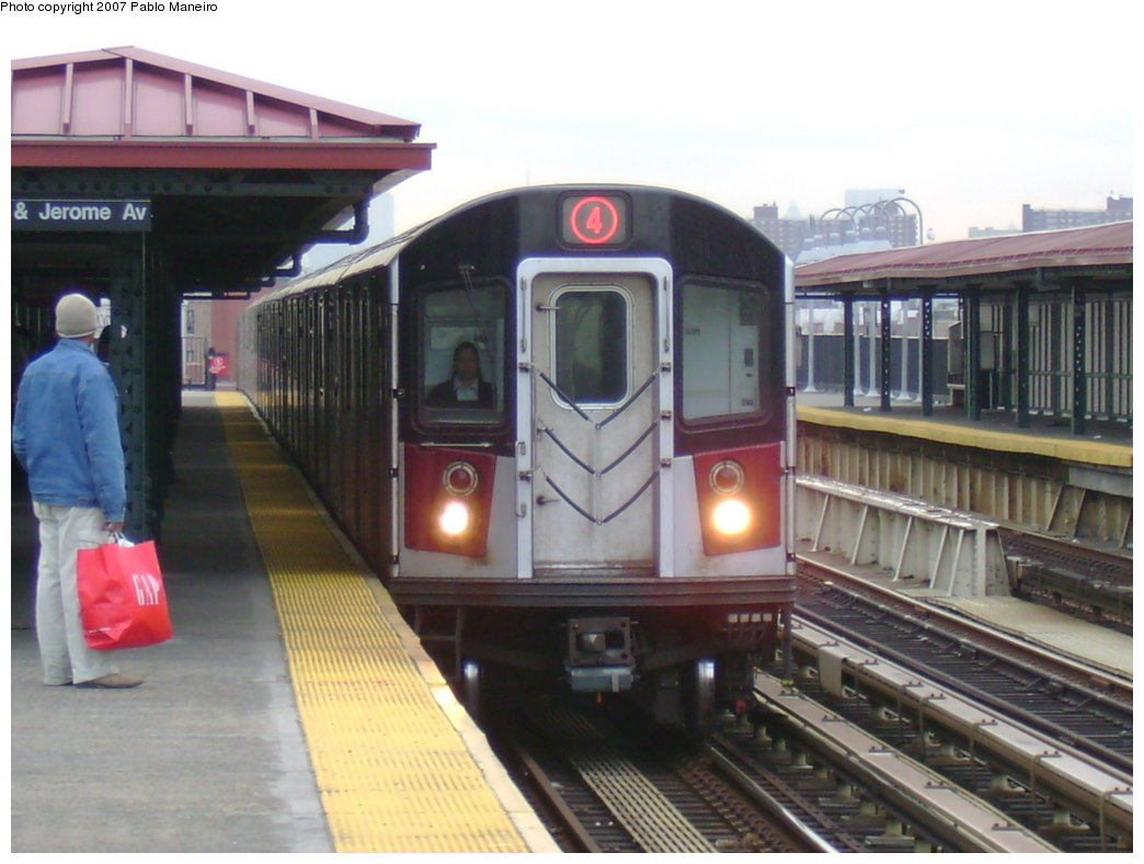 (162k, 1044x788)<br><b>Country:</b> United States<br><b>City:</b> New York<br><b>System:</b> New York City Transit<br><b>Line:</b> IRT Woodlawn Line<br><b>Location:</b> 170th Street <br><b>Route:</b> 4<br><b>Car:</b> R-142 or R-142A (Number Unknown)  <br><b>Photo by:</b> Pablo Maneiro<br><b>Date:</b> 12/30/2006<br><b>Viewed (this week/total):</b> 5 / 2649