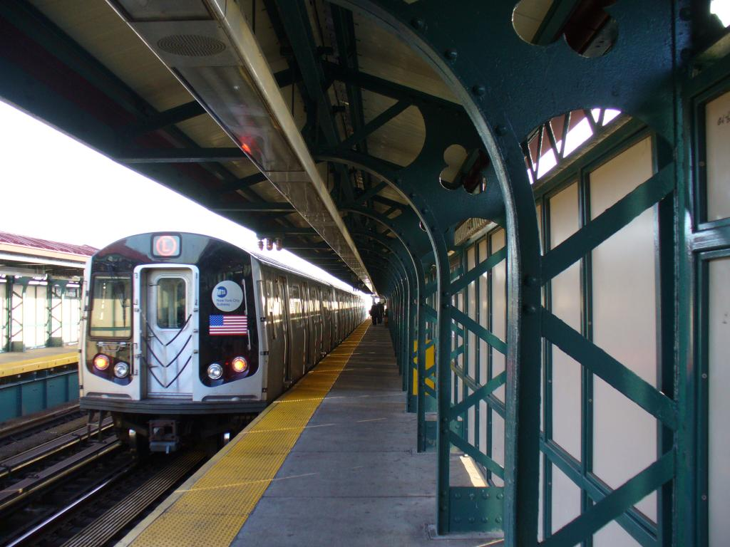 (129k, 1024x768)<br><b>Country:</b> United States<br><b>City:</b> New York<br><b>System:</b> New York City Transit<br><b>Line:</b> BMT Canarsie Line<br><b>Location:</b> Sutter Avenue <br><b>Car:</b> R-143 (Kawasaki, 2001-2002)  <br><b>Photo by:</b> Robbie Rosenfeld<br><b>Date:</b> 12/31/2006<br><b>Viewed (this week/total):</b> 2 / 2893
