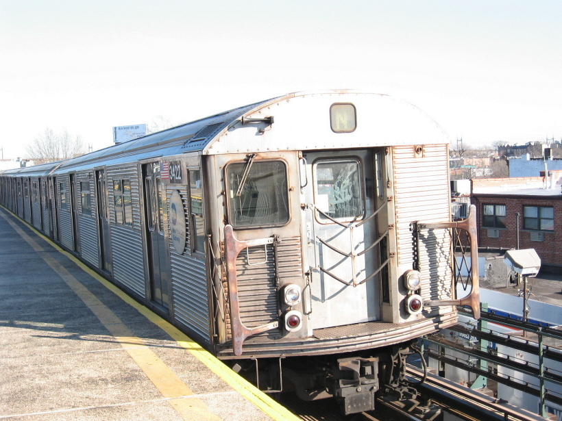 (312k, 820x615)<br><b>Country:</b> United States<br><b>City:</b> New York<br><b>System:</b> New York City Transit<br><b>Line:</b> BMT Astoria Line<br><b>Location:</b> Astoria Boulevard/Hoyt Avenue <br><b>Route:</b> N<br><b>Car:</b> R-32 (Budd, 1964)  3422 <br><b>Photo by:</b> Gary Chatterton<br><b>Date:</b> 12/9/2006<br><b>Viewed (this week/total):</b> 0 / 1613