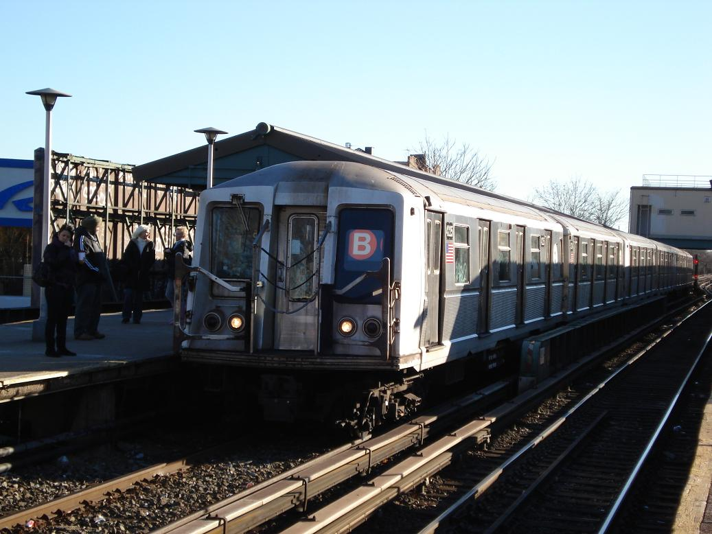 (125k, 1037x778)<br><b>Country:</b> United States<br><b>City:</b> New York<br><b>System:</b> New York City Transit<br><b>Line:</b> BMT Brighton Line<br><b>Location:</b> Kings Highway <br><b>Route:</b> B<br><b>Car:</b> R-40 (St. Louis, 1968)  4221 <br><b>Photo by:</b> Michael Hodurski<br><b>Date:</b> 1/2/2007<br><b>Viewed (this week/total):</b> 4 / 1823