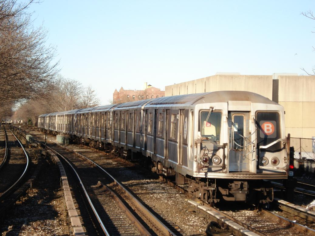 (142k, 1037x778)<br><b>Country:</b> United States<br><b>City:</b> New York<br><b>System:</b> New York City Transit<br><b>Line:</b> BMT Brighton Line<br><b>Location:</b> Kings Highway <br><b>Route:</b> B<br><b>Car:</b> R-40 (St. Louis, 1968)  4413 <br><b>Photo by:</b> Michael Hodurski<br><b>Date:</b> 1/2/2007<br><b>Viewed (this week/total):</b> 3 / 1937