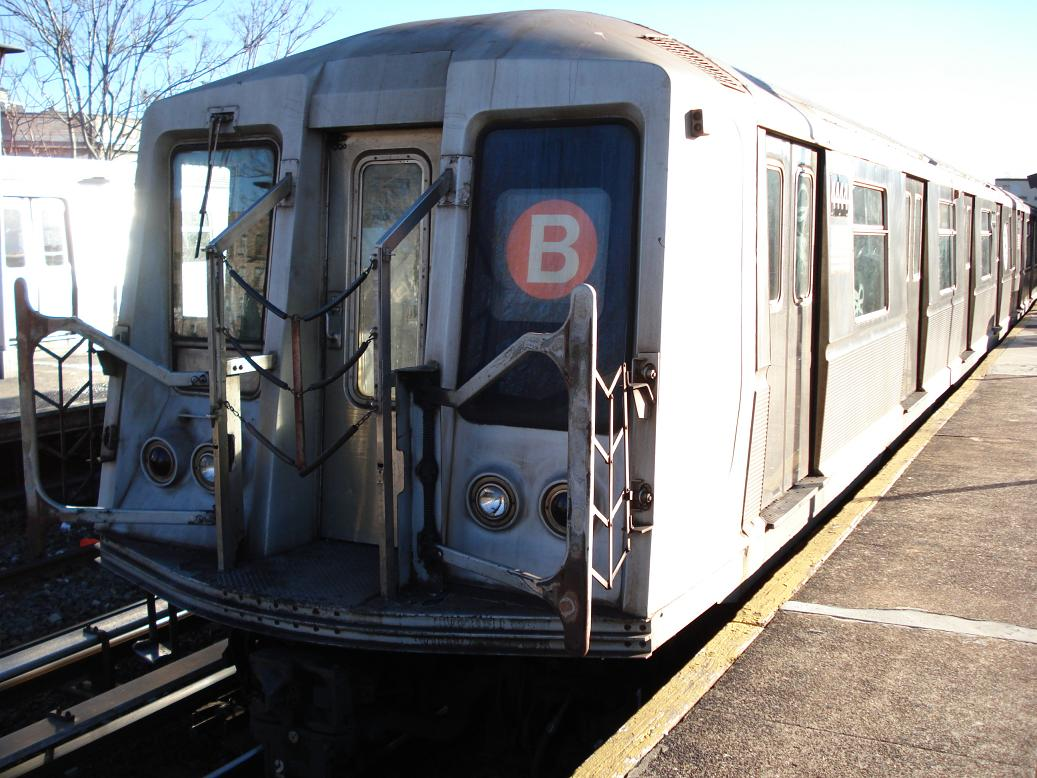 (147k, 1037x778)<br><b>Country:</b> United States<br><b>City:</b> New York<br><b>System:</b> New York City Transit<br><b>Line:</b> BMT Brighton Line<br><b>Location:</b> Kings Highway <br><b>Route:</b> B<br><b>Car:</b> R-40 (St. Louis, 1968)  4444 <br><b>Photo by:</b> Michael Hodurski<br><b>Date:</b> 1/2/2007<br><b>Viewed (this week/total):</b> 3 / 1314
