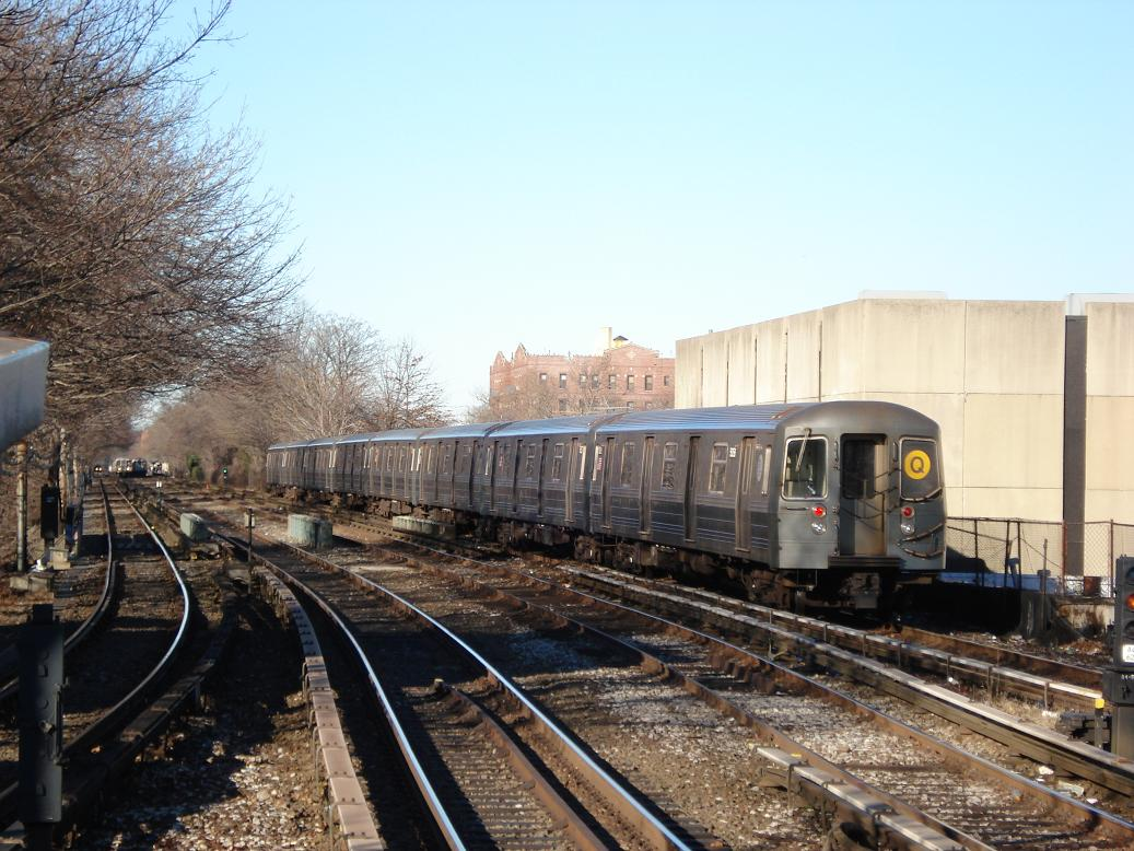 (151k, 1037x778)<br><b>Country:</b> United States<br><b>City:</b> New York<br><b>System:</b> New York City Transit<br><b>Line:</b> BMT Brighton Line<br><b>Location:</b> Kings Highway <br><b>Route:</b> Q<br><b>Car:</b> R-68A (Kawasaki, 1988-1989)  5088 <br><b>Photo by:</b> Michael Hodurski<br><b>Date:</b> 1/2/2007<br><b>Viewed (this week/total):</b> 3 / 1910