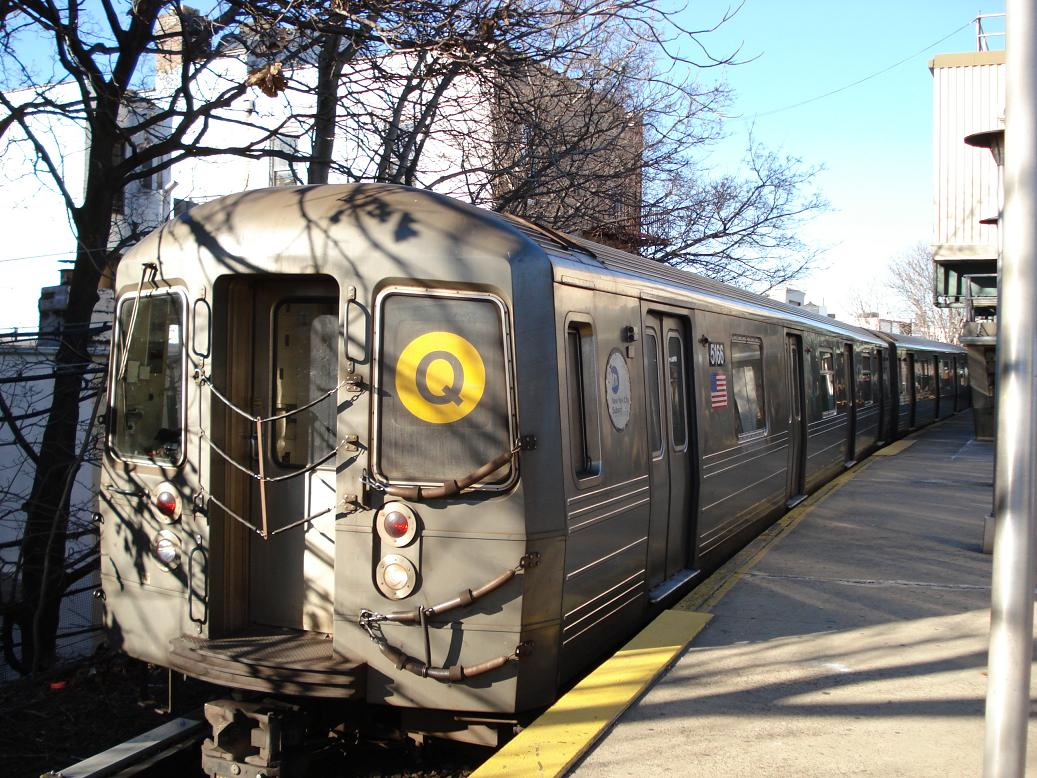 (190k, 1037x778)<br><b>Country:</b> United States<br><b>City:</b> New York<br><b>System:</b> New York City Transit<br><b>Line:</b> BMT Brighton Line<br><b>Location:</b> Kings Highway <br><b>Route:</b> Q<br><b>Car:</b> R-68A (Kawasaki, 1988-1989)  5166 <br><b>Photo by:</b> Michael Hodurski<br><b>Date:</b> 1/2/2007<br><b>Viewed (this week/total):</b> 6 / 1503
