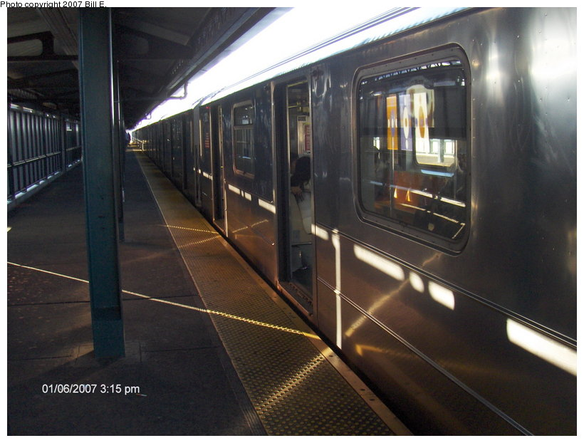 (102k, 820x622)<br><b>Country:</b> United States<br><b>City:</b> New York<br><b>System:</b> New York City Transit<br><b>Line:</b> IRT Flushing Line<br><b>Location:</b> 74th Street/Broadway <br><b>Route:</b> 7<br><b>Photo by:</b> Bill E.<br><b>Date:</b> 1/6/2007<br><b>Viewed (this week/total):</b> 0 / 1164