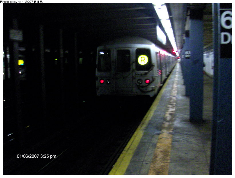 (82k, 820x622)<br><b>Country:</b> United States<br><b>City:</b> New York<br><b>System:</b> New York City Transit<br><b>Line:</b> IND Queens Boulevard Line<br><b>Location:</b> 63rd Drive/Rego Park <br><b>Route:</b> R<br><b>Photo by:</b> Bill E.<br><b>Date:</b> 1/6/2007<br><b>Viewed (this week/total):</b> 0 / 1793