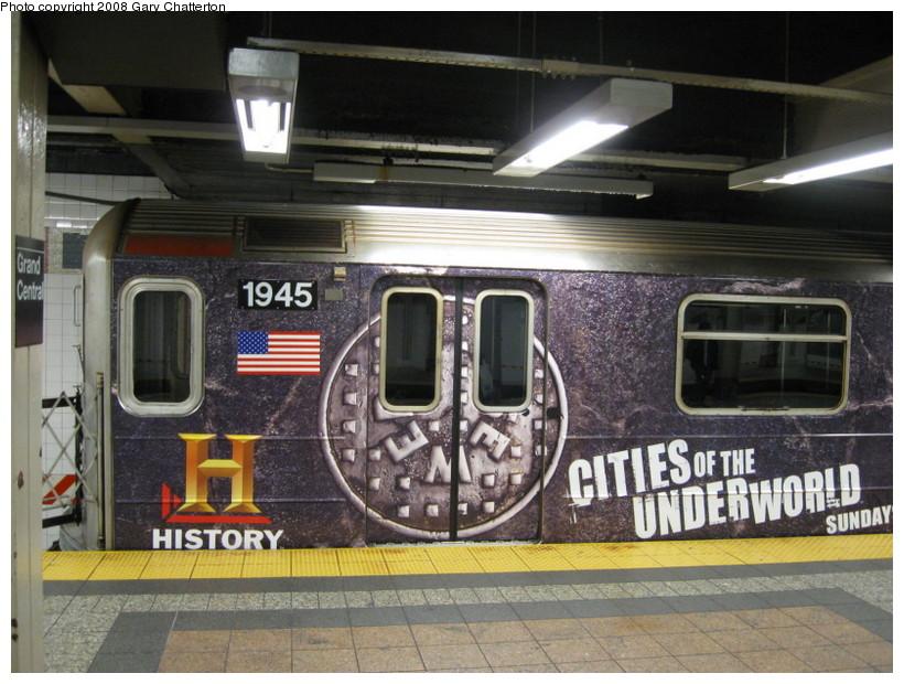 (152k, 820x620)<br><b>Country:</b> United States<br><b>City:</b> New York<br><b>System:</b> New York City Transit<br><b>Line:</b> IRT Times Square-Grand Central Shuttle<br><b>Location:</b> Grand Central <br><b>Route:</b> S<br><b>Car:</b> R-62A (Bombardier, 1984-1987)  1933 <br><b>Photo by:</b> Gary Chatterton<br><b>Date:</b> 10/2/2008<br><b>Viewed (this week/total):</b> 0 / 1724