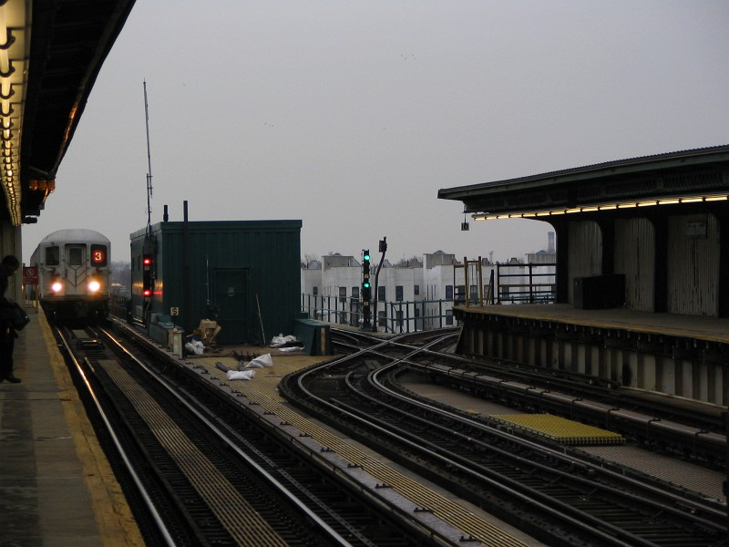 (106k, 800x600)<br><b>Country:</b> United States<br><b>City:</b> New York<br><b>System:</b> New York City Transit<br><b>Line:</b> IRT Brooklyn Line<br><b>Location:</b> Junius Street <br><b>Route:</b> 3<br><b>Car:</b> R-62 (Kawasaki, 1983-1985)  1360 <br><b>Photo by:</b> Dante D. Angerville<br><b>Date:</b> 12/31/2005<br><b>Viewed (this week/total):</b> 1 / 5381