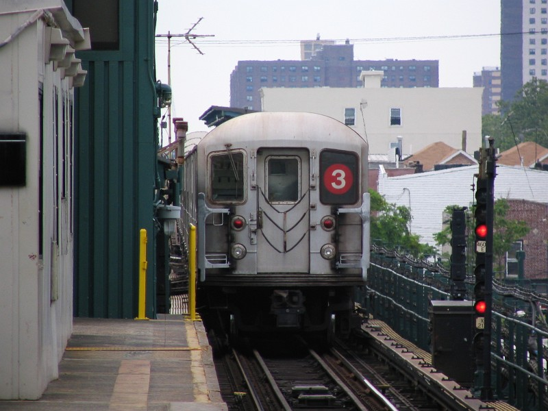 (119k, 800x600)<br><b>Country:</b> United States<br><b>City:</b> New York<br><b>System:</b> New York City Transit<br><b>Line:</b> IRT Brooklyn Line<br><b>Location:</b> New Lots Avenue <br><b>Route:</b> 3<br><b>Car:</b> R-62 (Kawasaki, 1983-1985)  1431 <br><b>Photo by:</b> Dante D. Angerville<br><b>Date:</b> 6/17/2006<br><b>Viewed (this week/total):</b> 2 / 3440