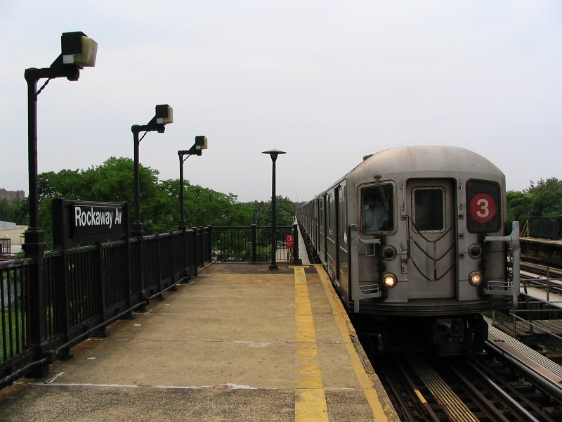(110k, 800x600)<br><b>Country:</b> United States<br><b>City:</b> New York<br><b>System:</b> New York City Transit<br><b>Line:</b> IRT Brooklyn Line<br><b>Location:</b> Rockaway Avenue <br><b>Route:</b> 3<br><b>Car:</b> R-62 (Kawasaki, 1983-1985)  1431 <br><b>Photo by:</b> Dante D. Angerville<br><b>Date:</b> 6/17/2006<br><b>Viewed (this week/total):</b> 2 / 2702