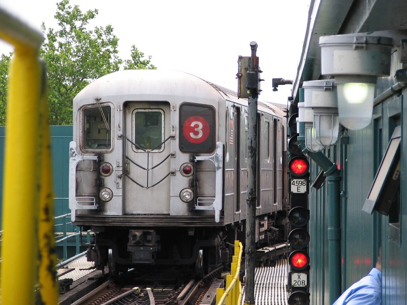 (135k, 800x600)<br><b>Country:</b> United States<br><b>City:</b> New York<br><b>System:</b> New York City Transit<br><b>Line:</b> IRT Brooklyn Line<br><b>Location:</b> New Lots Avenue <br><b>Route:</b> 3<br><b>Car:</b> R-62 (Kawasaki, 1983-1985)  1511 <br><b>Photo by:</b> Dante D. Angerville<br><b>Date:</b> 6/17/2006<br><b>Viewed (this week/total):</b> 3 / 3072