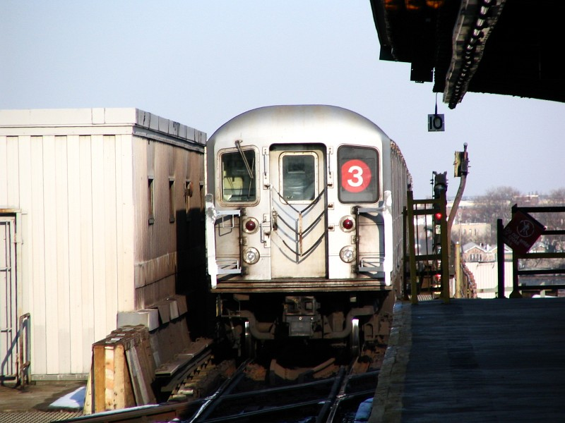 (110k, 800x600)<br><b>Country:</b> United States<br><b>City:</b> New York<br><b>System:</b> New York City Transit<br><b>Line:</b> IRT Brooklyn Line<br><b>Location:</b> Junius Street <br><b>Route:</b> 3<br><b>Car:</b> R-62 (Kawasaki, 1983-1985)   <br><b>Photo by:</b> Dante D. Angerville<br><b>Date:</b> 3/12/2005<br><b>Viewed (this week/total):</b> 0 / 3005