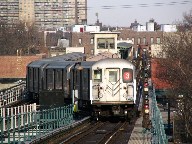 (161k, 800x600)<br><b>Country:</b> United States<br><b>City:</b> New York<br><b>System:</b> New York City Transit<br><b>Line:</b> IRT Brooklyn Line<br><b>Location:</b> Van Siclen Avenue <br><b>Route:</b> 3<br><b>Car:</b> R-62 (Kawasaki, 1983-1985)   <br><b>Photo by:</b> Dante D. Angerville<br><b>Date:</b> 3/12/2005<br><b>Viewed (this week/total):</b> 0 / 3639