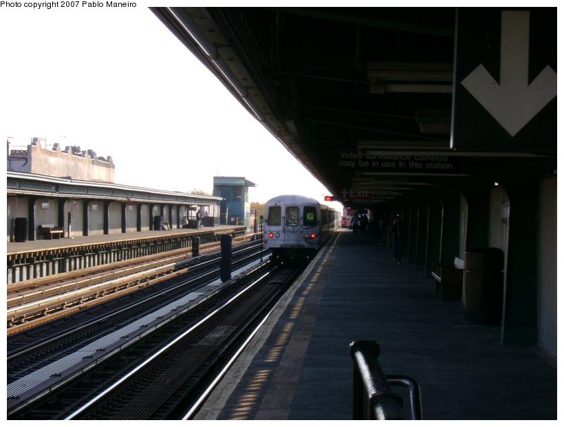 (104k, 820x620)<br><b>Country:</b> United States<br><b>City:</b> New York<br><b>System:</b> New York City Transit<br><b>Line:</b> BMT Culver Line<br><b>Location:</b> Ditmas Avenue <br><b>Route:</b> G<br><b>Car:</b> R-46 (Pullman-Standard, 1974-75) 5692 <br><b>Photo by:</b> Pablo Maneiro<br><b>Date:</b> 11/5/2006<br><b>Viewed (this week/total):</b> 0 / 1191
