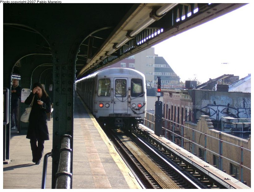 (130k, 820x620)<br><b>Country:</b> United States<br><b>City:</b> New York<br><b>System:</b> New York City Transit<br><b>Line:</b> BMT Culver Line<br><b>Location:</b> Kings Highway <br><b>Route:</b> G<br><b>Car:</b> R-46 (Pullman-Standard, 1974-75)  <br><b>Photo by:</b> Pablo Maneiro<br><b>Date:</b> 11/5/2006<br><b>Viewed (this week/total):</b> 1 / 1794