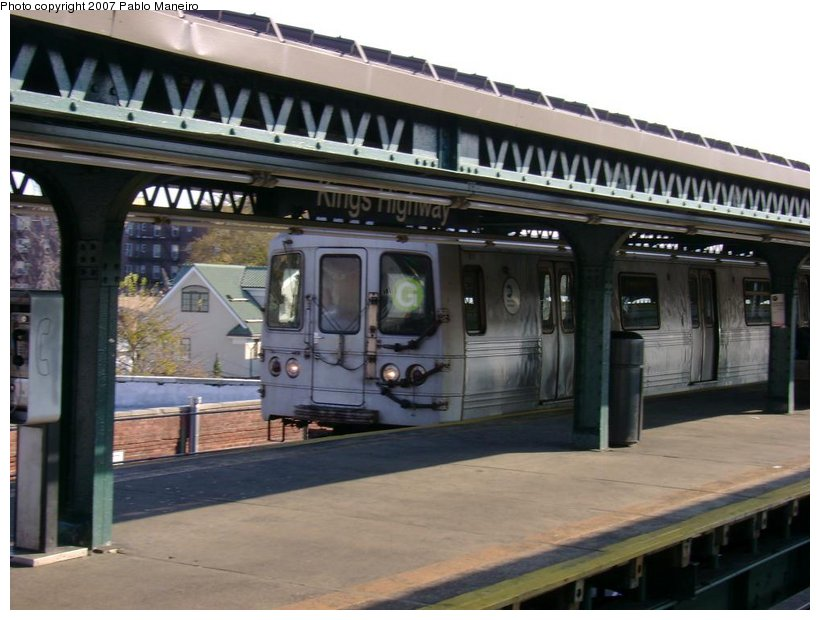 (118k, 820x620)<br><b>Country:</b> United States<br><b>City:</b> New York<br><b>System:</b> New York City Transit<br><b>Line:</b> BMT Culver Line<br><b>Location:</b> Kings Highway <br><b>Route:</b> G<br><b>Car:</b> R-46 (Pullman-Standard, 1974-75) 5972 <br><b>Photo by:</b> Pablo Maneiro<br><b>Date:</b> 11/5/2006<br><b>Viewed (this week/total):</b> 1 / 2069