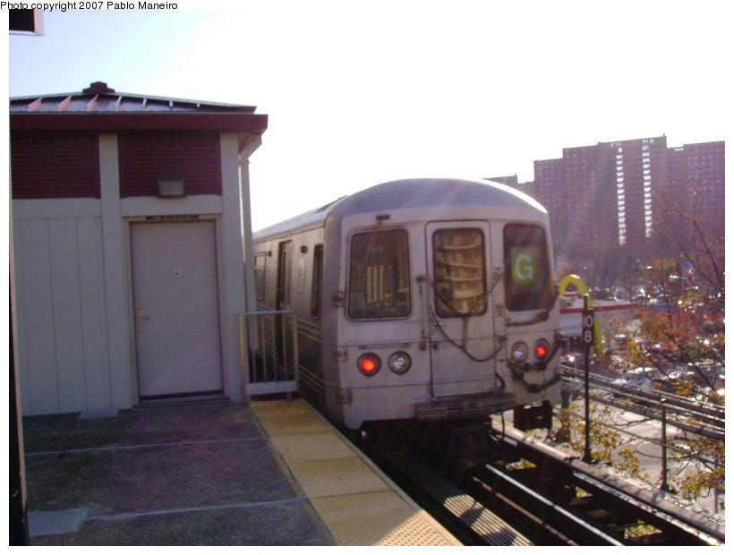 (97k, 820x620)<br><b>Country:</b> United States<br><b>City:</b> New York<br><b>System:</b> New York City Transit<br><b>Line:</b> BMT Culver Line<br><b>Location:</b> Neptune Avenue <br><b>Route:</b> G<br><b>Car:</b> R-46 (Pullman-Standard, 1974-75)  <br><b>Photo by:</b> Pablo Maneiro<br><b>Date:</b> 11/5/2006<br><b>Viewed (this week/total):</b> 2 / 1270