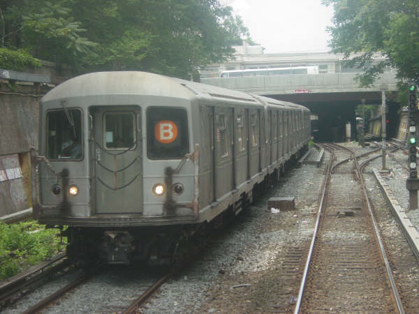 (40k, 600x450)<br><b>Country:</b> United States<br><b>City:</b> New York<br><b>System:</b> New York City Transit<br><b>Line:</b> BMT Brighton Line<br><b>Location:</b> Prospect Park <br><b>Route:</b> B<br><b>Car:</b> R-40M (St. Louis, 1969)   <br><b>Photo by:</b> Mike Scott<br><b>Date:</b> 7/25/2006<br><b>Viewed (this week/total):</b> 1 / 2857