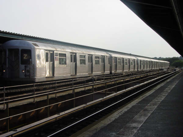 (35k, 600x450)<br><b>Country:</b> United States<br><b>City:</b> New York<br><b>System:</b> New York City Transit<br><b>Line:</b> BMT Nassau Street/Jamaica Line<br><b>Location:</b> 75th Street/Elderts Lane <br><b>Route:</b> Z<br><b>Car:</b> R-42 (St. Louis, 1969-1970)  4747 <br><b>Photo by:</b> Mike Scott<br><b>Date:</b> 7/25/2006<br><b>Viewed (this week/total):</b> 2 / 1849