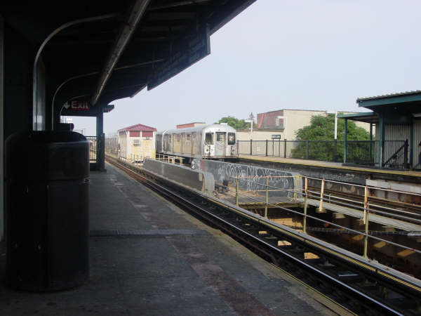 (33k, 600x450)<br><b>Country:</b> United States<br><b>City:</b> New York<br><b>System:</b> New York City Transit<br><b>Line:</b> BMT Nassau Street/Jamaica Line<br><b>Location:</b> 75th Street/Elderts Lane <br><b>Route:</b> Z<br><b>Car:</b> R-42 (St. Louis, 1969-1970)   <br><b>Photo by:</b> Mike Scott<br><b>Date:</b> 7/25/2006<br><b>Viewed (this week/total):</b> 4 / 1718