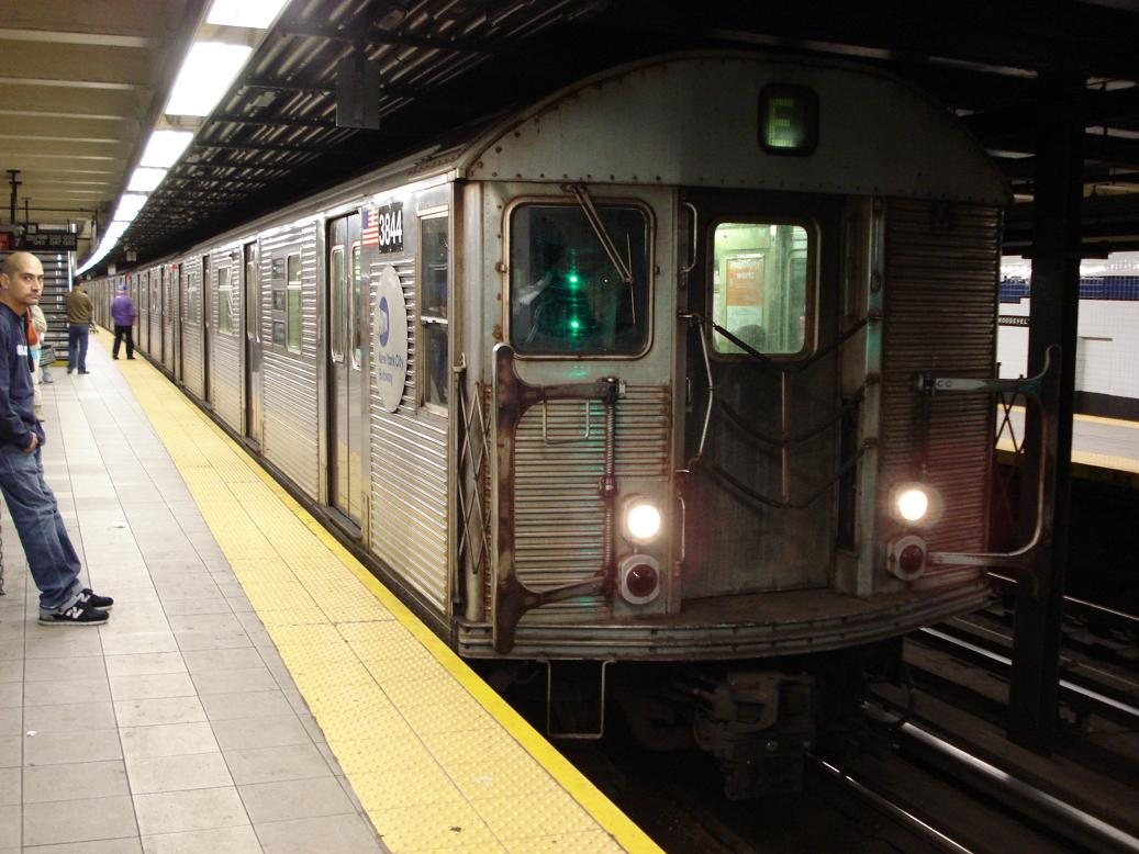 (128k, 1037x778)<br><b>Country:</b> United States<br><b>City:</b> New York<br><b>System:</b> New York City Transit<br><b>Line:</b> IND Queens Boulevard Line<br><b>Location:</b> Roosevelt Avenue <br><b>Route:</b> E<br><b>Car:</b> R-32 (Budd, 1964)  3844 <br><b>Photo by:</b> Michael Hodurski<br><b>Date:</b> 1/6/2007<br><b>Viewed (this week/total):</b> 0 / 2404