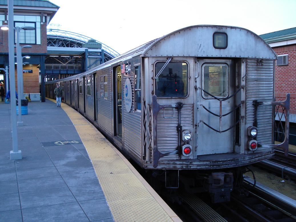 (148k, 1037x778)<br><b>Country:</b> United States<br><b>City:</b> New York<br><b>System:</b> New York City Transit<br><b>Location:</b> Coney Island/Stillwell Avenue<br><b>Route:</b> F<br><b>Car:</b> R-32 (Budd, 1964)  3544 <br><b>Photo by:</b> Michael Hodurski<br><b>Date:</b> 1/10/2007<br><b>Viewed (this week/total):</b> 2 / 2425