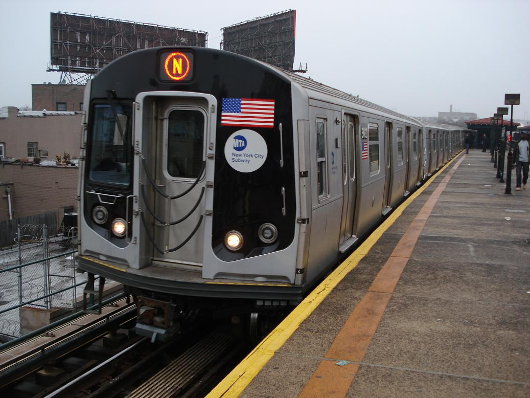 (132k, 1037x778)<br><b>Country:</b> United States<br><b>City:</b> New York<br><b>System:</b> New York City Transit<br><b>Line:</b> BMT Astoria Line<br><b>Location:</b> Astoria Boulevard/Hoyt Avenue <br><b>Route:</b> N<br><b>Car:</b> R-160A-2 (Alstom, 2005-2008, 5 car sets)  8662 <br><b>Photo by:</b> Michael Hodurski<br><b>Date:</b> 1/15/2007<br><b>Viewed (this week/total):</b> 2 / 2810