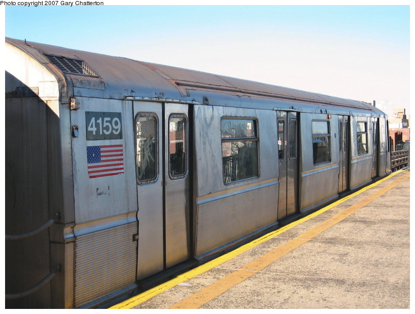 (109k, 820x620)<br><b>Country:</b> United States<br><b>City:</b> New York<br><b>System:</b> New York City Transit<br><b>Line:</b> BMT Astoria Line<br><b>Location:</b> Broadway <br><b>Route:</b> W<br><b>Car:</b> R-40 (St. Louis, 1968)  4159 <br><b>Photo by:</b> Gary Chatterton<br><b>Date:</b> 1/17/2007<br><b>Viewed (this week/total):</b> 3 / 2215