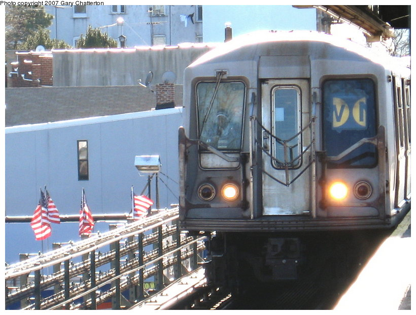 (122k, 820x620)<br><b>Country:</b> United States<br><b>City:</b> New York<br><b>System:</b> New York City Transit<br><b>Line:</b> BMT Astoria Line<br><b>Location:</b> Astoria Boulevard/Hoyt Avenue <br><b>Route:</b> W<br><b>Car:</b> R-40 (St. Louis, 1968)  4340 <br><b>Photo by:</b> Gary Chatterton<br><b>Date:</b> 1/17/2007<br><b>Viewed (this week/total):</b> 2 / 2617