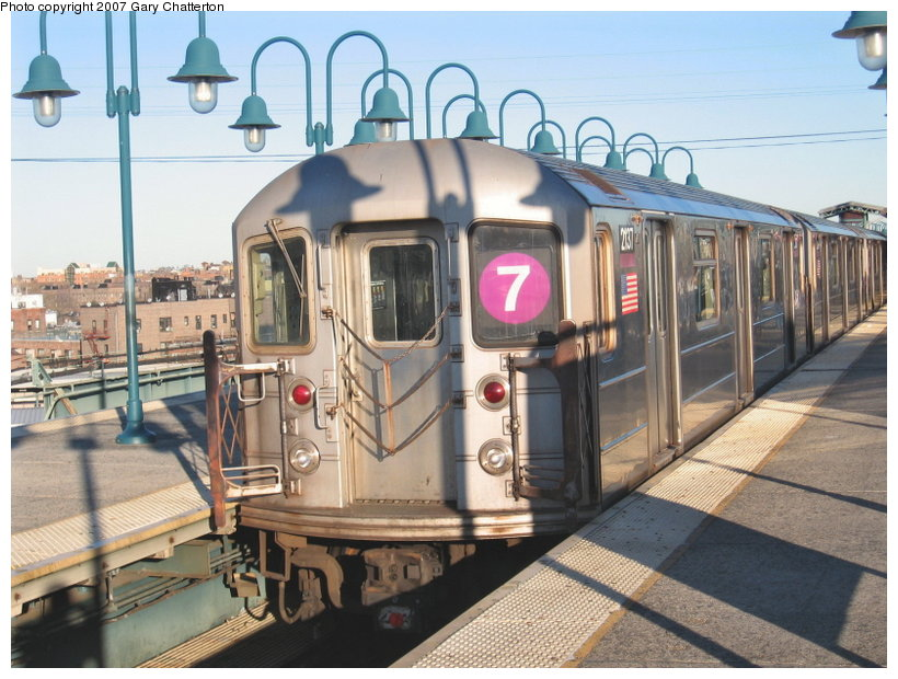 (128k, 820x620)<br><b>Country:</b> United States<br><b>City:</b> New York<br><b>System:</b> New York City Transit<br><b>Line:</b> IRT Flushing Line<br><b>Location:</b> 61st Street/Woodside <br><b>Route:</b> 7<br><b>Car:</b> R-62A (Bombardier, 1984-1987)  2137 <br><b>Photo by:</b> Gary Chatterton<br><b>Date:</b> 1/17/2007<br><b>Viewed (this week/total):</b> 2 / 2454