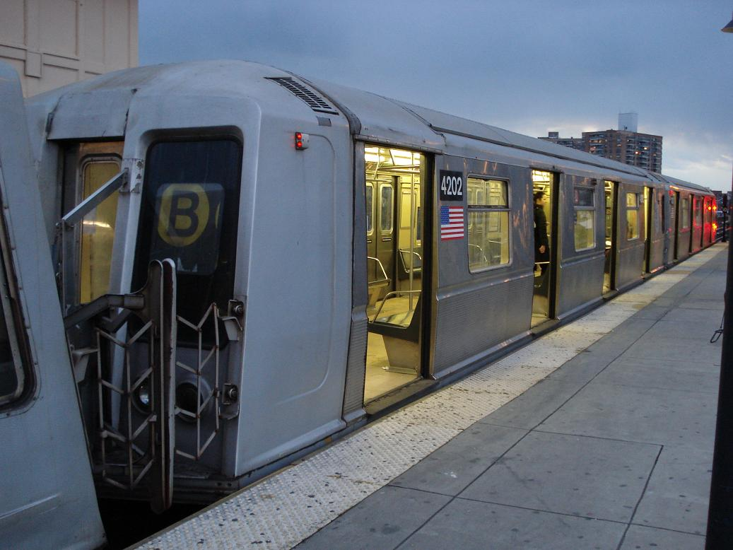 (110k, 1037x778)<br><b>Country:</b> United States<br><b>City:</b> New York<br><b>System:</b> New York City Transit<br><b>Line:</b> BMT Brighton Line<br><b>Location:</b> Brighton Beach <br><b>Route:</b> B<br><b>Car:</b> R-40 (St. Louis, 1968)  4202 <br><b>Photo by:</b> Michael Hodurski<br><b>Date:</b> 1/19/2007<br><b>Viewed (this week/total):</b> 1 / 3534
