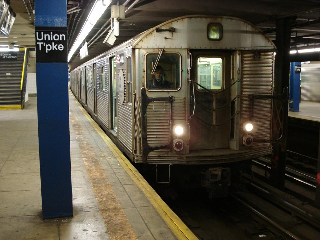 (129k, 1037x778)<br><b>Country:</b> United States<br><b>City:</b> New York<br><b>System:</b> New York City Transit<br><b>Line:</b> IND Queens Boulevard Line<br><b>Location:</b> Union Turnpike/Kew Gardens <br><b>Route:</b> S<br><b>Car:</b> R-32 (Budd, 1964)  3408 <br><b>Photo by:</b> Michael Hodurski<br><b>Date:</b> 1/21/2007<br><b>Viewed (this week/total):</b> 1 / 2626