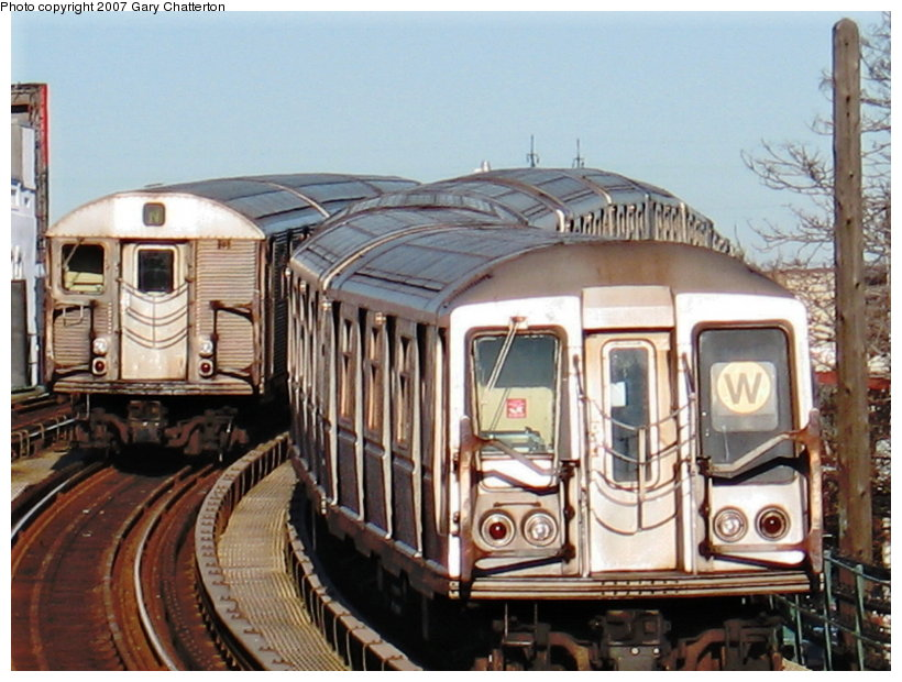 (122k, 820x620)<br><b>Country:</b> United States<br><b>City:</b> New York<br><b>System:</b> New York City Transit<br><b>Line:</b> BMT Astoria Line<br><b>Location:</b> 30th/Grand Aves. <br><b>Car:</b> R-40 (St. Louis, 1968)  4333 <br><b>Photo by:</b> Gary Chatterton<br><b>Date:</b> 1/17/2007<br><b>Notes:</b> With R32 3692 laid-up.<br><b>Viewed (this week/total):</b> 0 / 1665