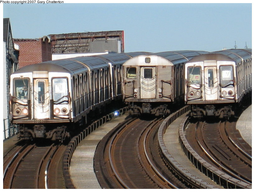 (120k, 820x620)<br><b>Country:</b> United States<br><b>City:</b> New York<br><b>System:</b> New York City Transit<br><b>Line:</b> BMT Astoria Line<br><b>Location:</b> 30th/Grand Aves. <br><b>Route:</b> N<br><b>Car:</b> R-40 (St. Louis, 1968)  4318 <br><b>Photo by:</b> Gary Chatterton<br><b>Date:</b> 1/17/2007<br><b>Notes:</b> With R32 3692 laid-up and R40 4333 on W<br><b>Viewed (this week/total):</b> 0 / 3077