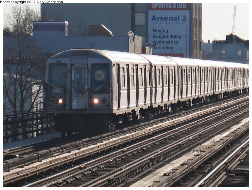 (140k, 820x620)<br><b>Country:</b> United States<br><b>City:</b> New York<br><b>System:</b> New York City Transit<br><b>Line:</b> BMT Astoria Line<br><b>Location:</b> 30th/Grand Aves. <br><b>Route:</b> W<br><b>Car:</b> R-40 (St. Louis, 1968)  4165 <br><b>Photo by:</b> Gary Chatterton<br><b>Date:</b> 1/17/2007<br><b>Viewed (this week/total):</b> 1 / 2201