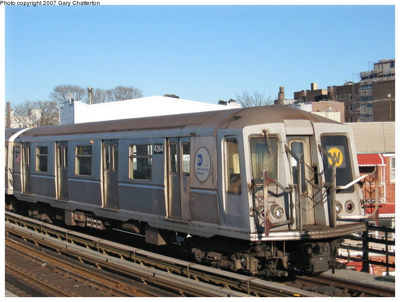 (117k, 820x620)<br><b>Country:</b> United States<br><b>City:</b> New York<br><b>System:</b> New York City Transit<br><b>Line:</b> BMT Astoria Line<br><b>Location:</b> 30th/Grand Aves. <br><b>Route:</b> W<br><b>Car:</b> R-40 (St. Louis, 1968)  4364 <br><b>Photo by:</b> Gary Chatterton<br><b>Date:</b> 1/17/2007<br><b>Viewed (this week/total):</b> 4 / 1447